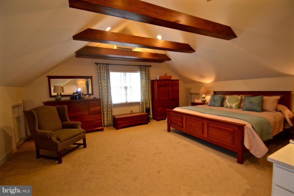 Master Suite is a dream, exposed wood beams - 13878 POND VIEW LN, MERCERSBURG