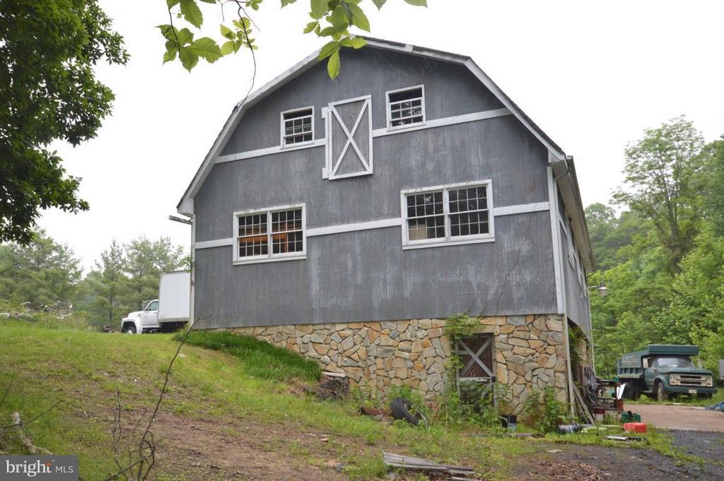 Separate Barn - 8386 BRIARMONT LN, MANASSAS