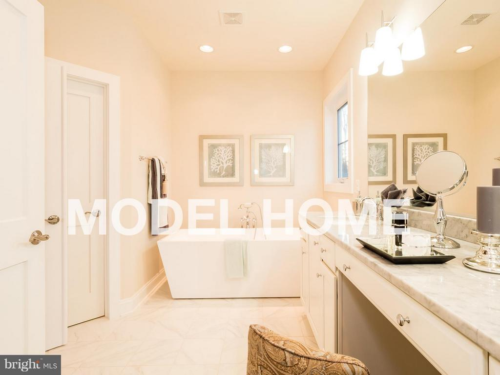 Bath (Master) - 2015 NORDLIE PL, FALLS CHURCH