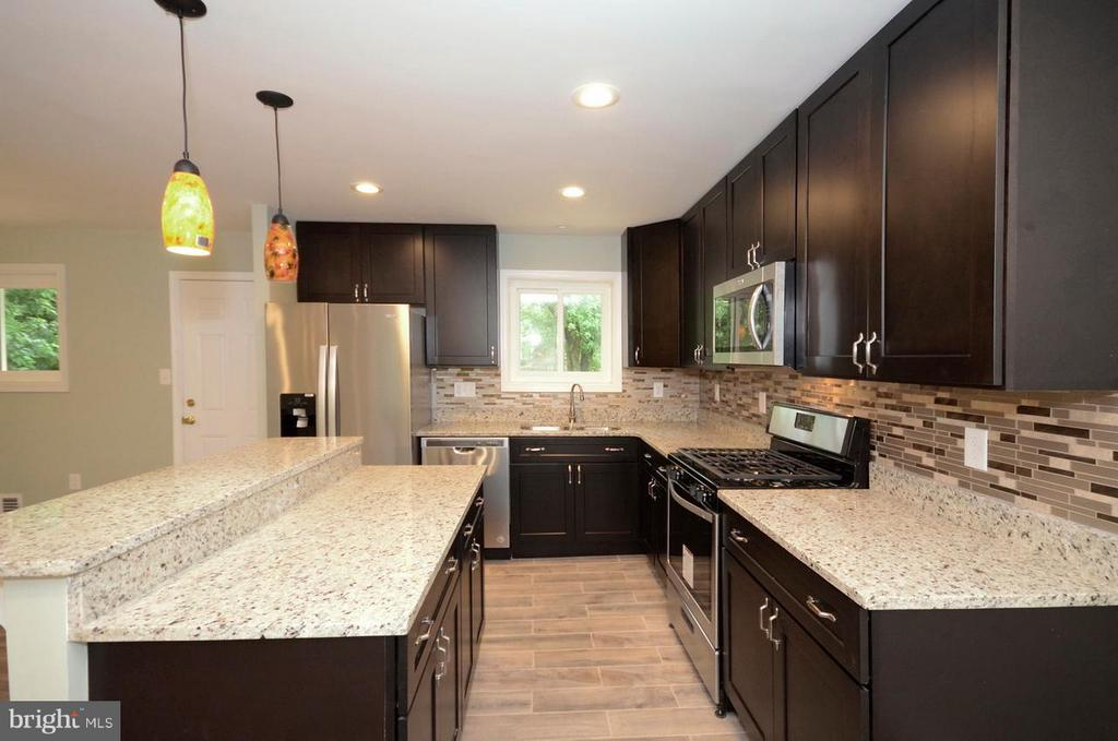 Kitchen - 6007 LADD RD, SUITLAND