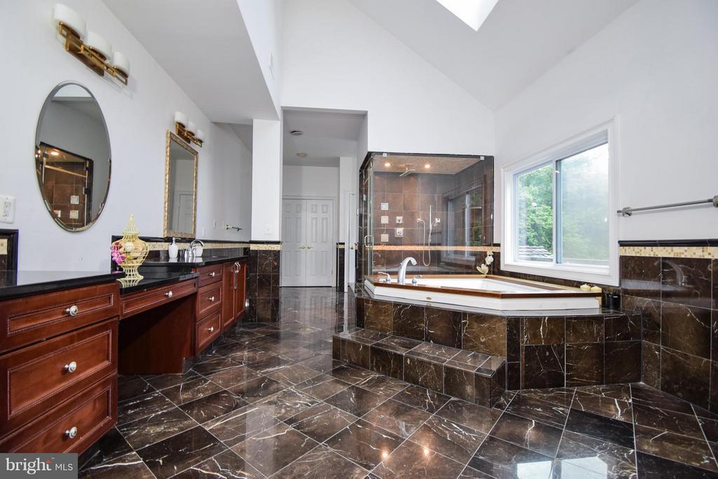 Bath (Master) - 9811 HAMPTON RD, FAIRFAX STATION
