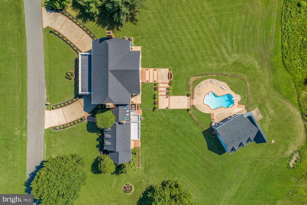 Over 10 acres of luxuriously-appointed space - 4 POINTERS RIDGE CT, FREDERICKSBURG