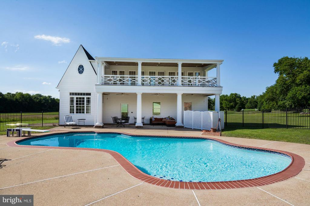 Anthony pool w/ 8 foot depth, cover + diving board - 4 POINTERS RIDGE CT, FREDERICKSBURG