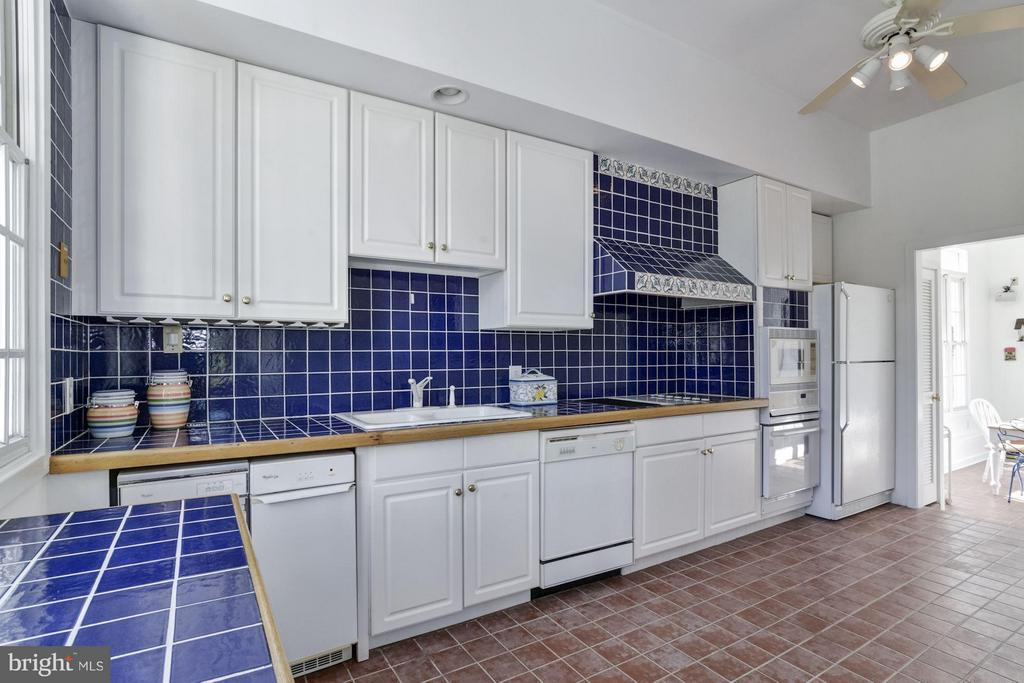 Pool House: Full Kitchen w/ imported tile/flooring - 4 POINTERS RIDGE CT, FREDERICKSBURG