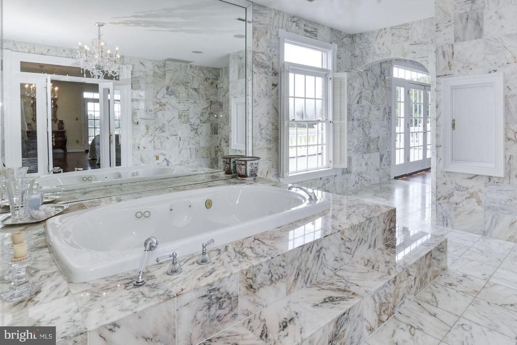 Carrara Marble Jacuzzi room - 4 POINTERS RIDGE CT, FREDERICKSBURG