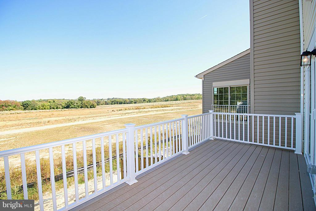 Large deck off of Kitchen - 8450 HEDWIG LN, FREDERICK