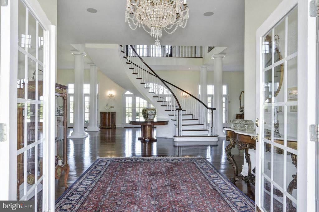 A large, inviting foyer - 4 POINTERS RIDGE CT, FREDERICKSBURG