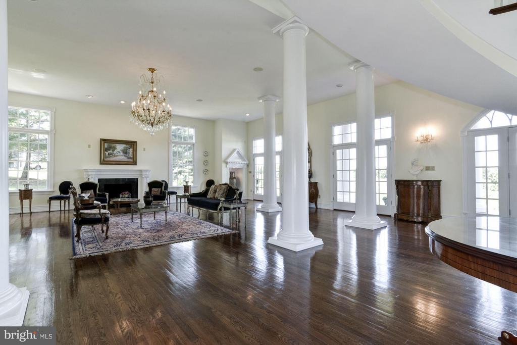Grand hall w/ soaring ceilings - 4 POINTERS RIDGE CT, FREDERICKSBURG