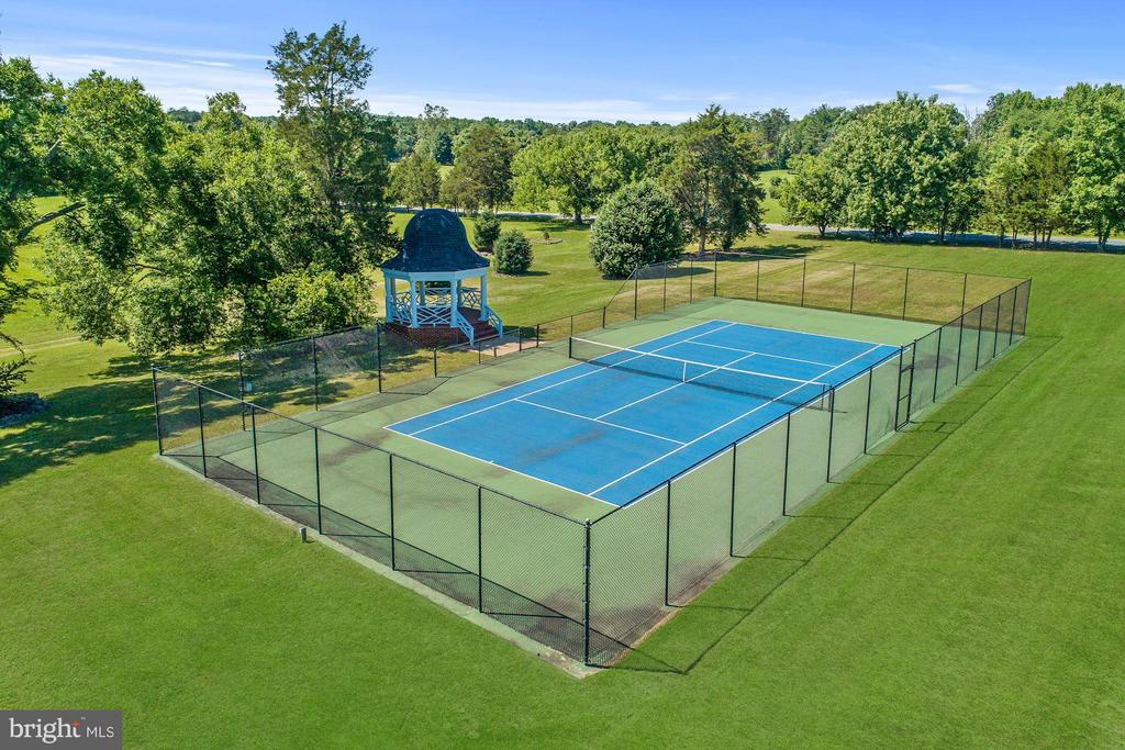 USTA Standards tennis court - 4 POINTERS RIDGE CT, FREDERICKSBURG