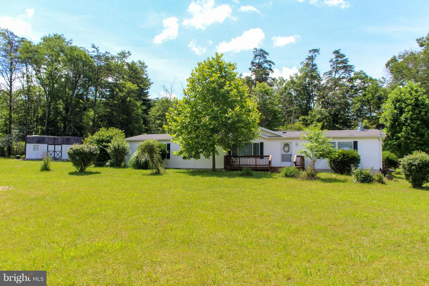 Single Family for Sale at 251 Horseshoe Ln Points, West Virginia 25437 United States