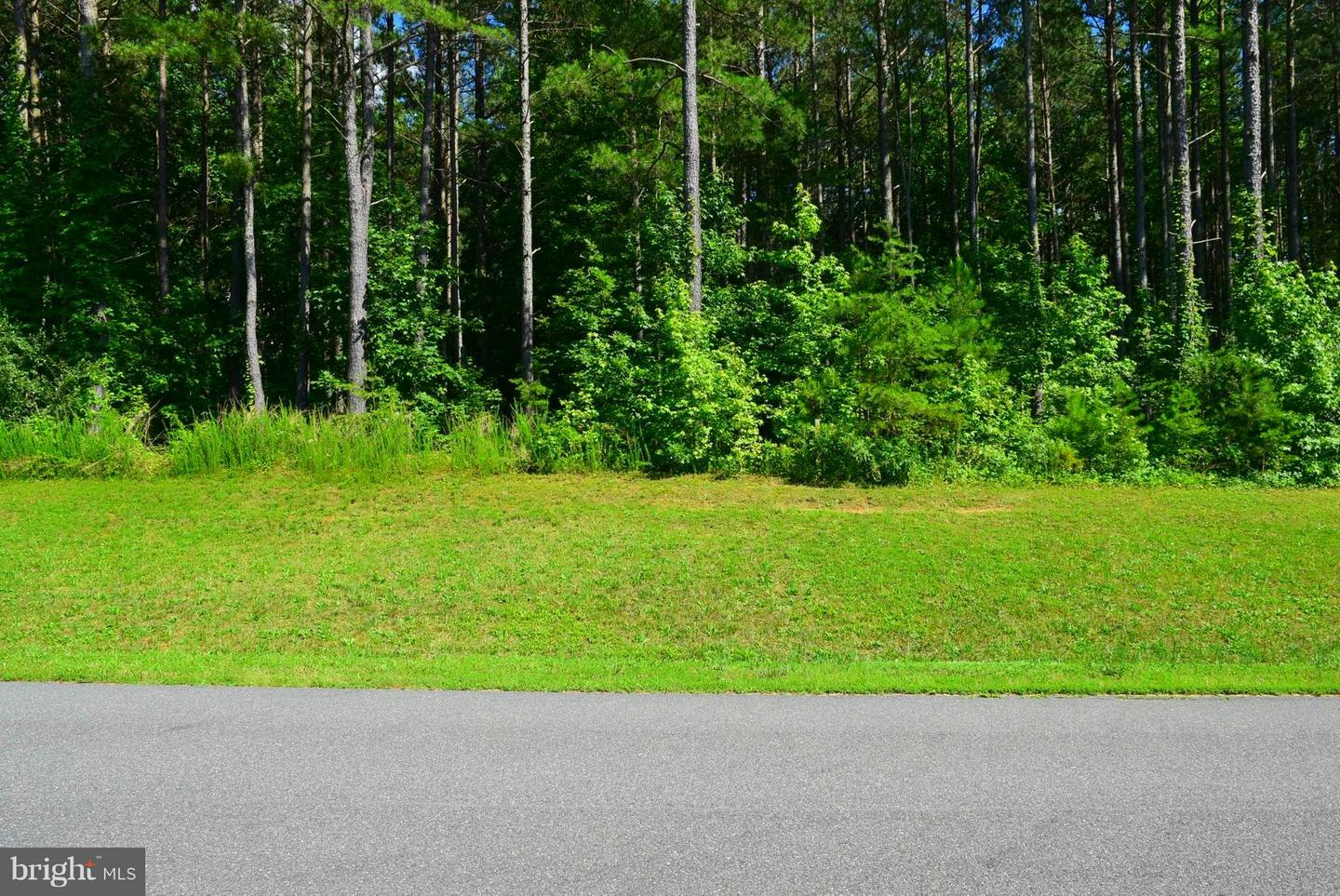 Land for Sale at Lot 4 Lakeview Ter Warsaw, Virginia 22572 United States