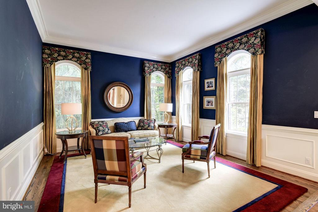 Living Room - 8633 FENWAY RD, BETHESDA