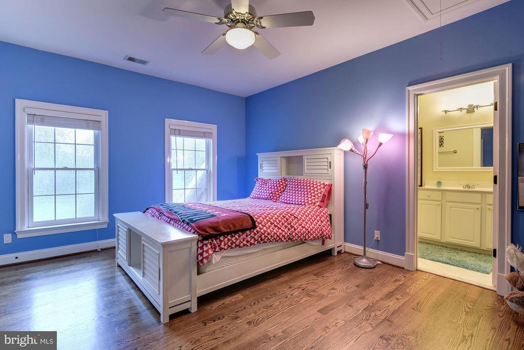 Bedroom 4 - 8633 FENWAY RD, BETHESDA