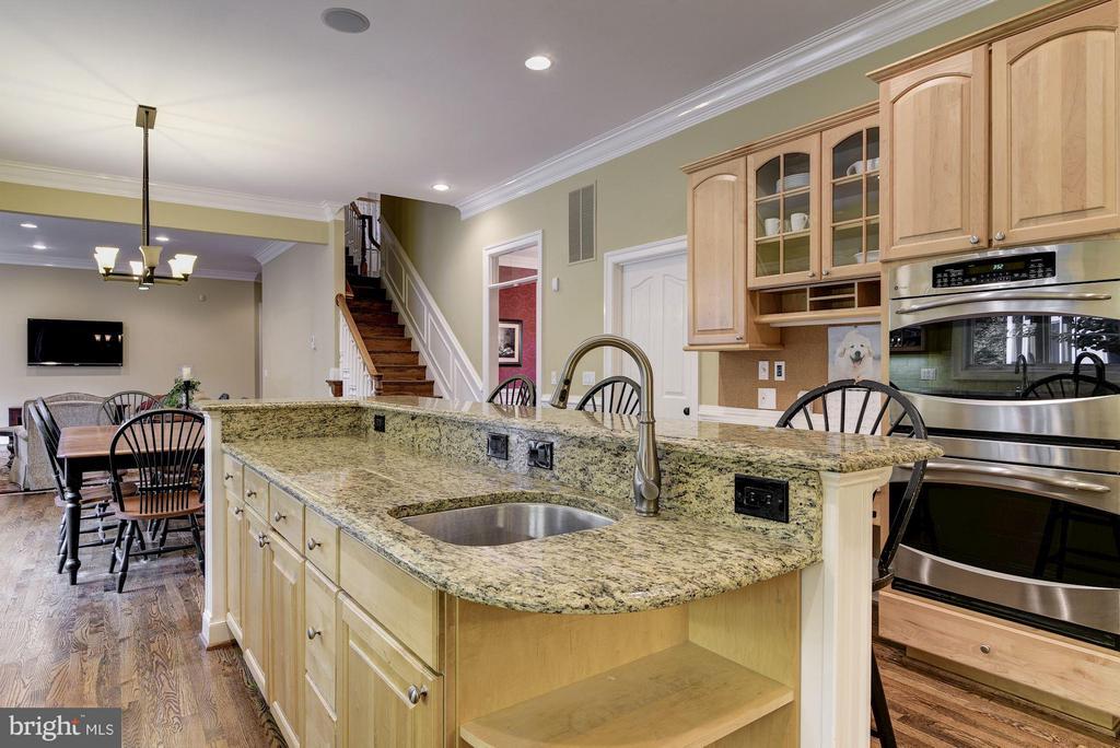 Gourmet Kitchen - 8633 FENWAY RD, BETHESDA