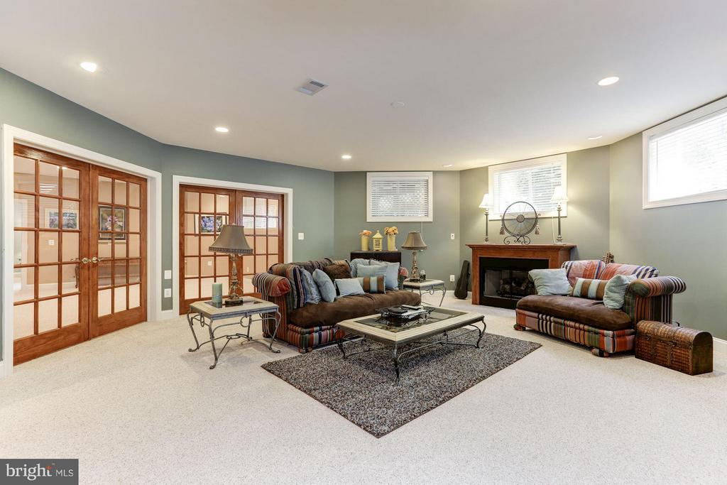 Recreation Room with fireplace - 18572 SEMINOLE CT, LEESBURG
