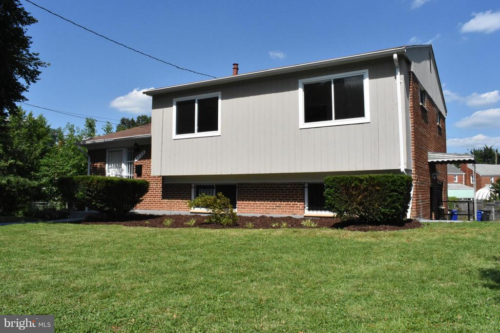 Exterior (Front) - 4433 19TH PL NE, WASHINGTON