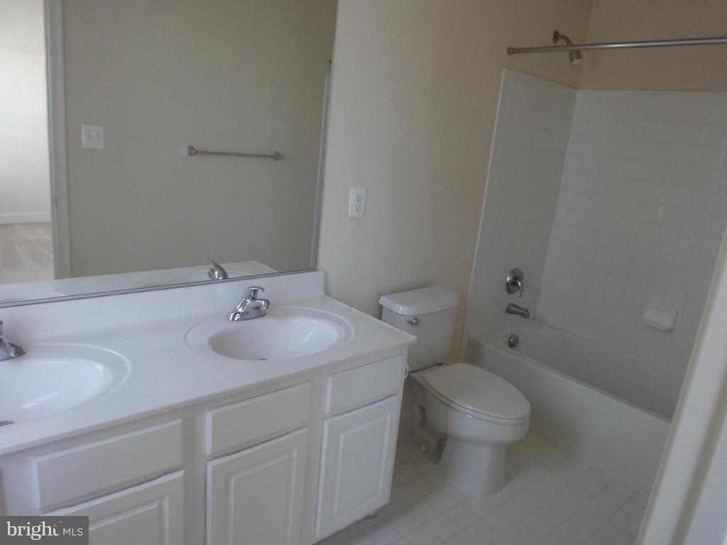 Bath (Master) - 12948 CLARKSBURG SQUARE RD, CLARKSBURG