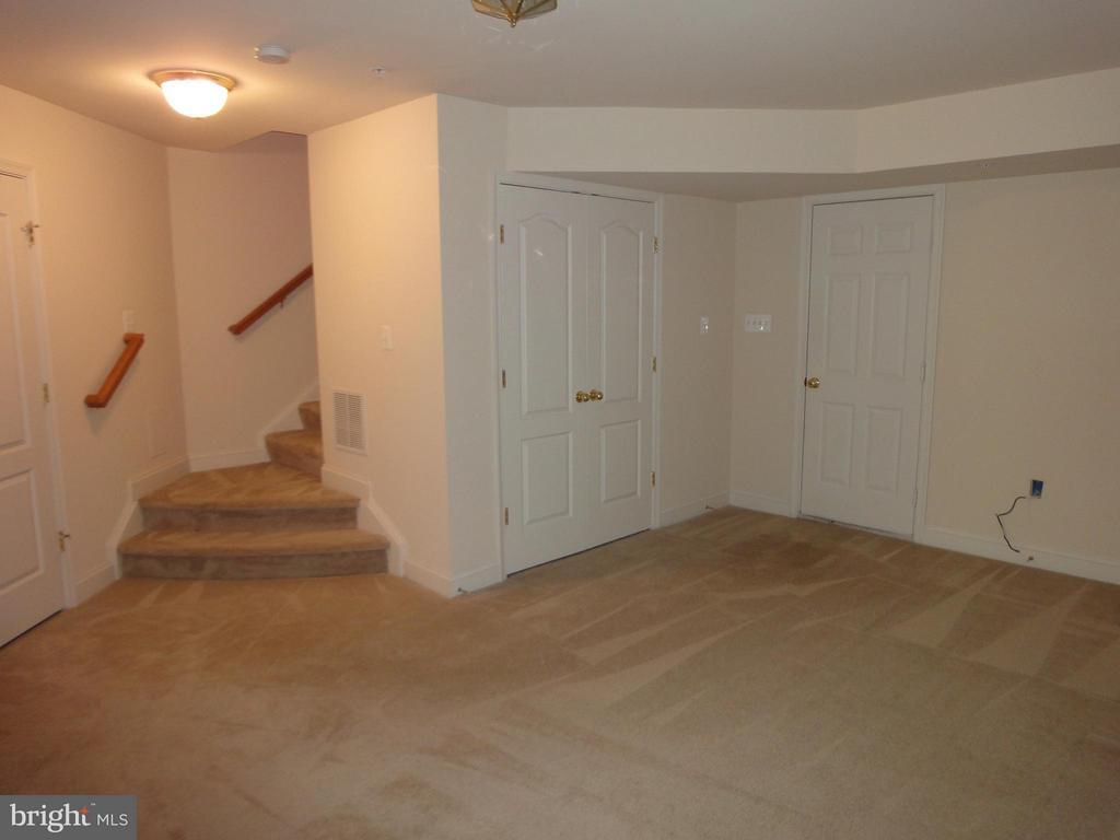 Family Room - 12948 CLARKSBURG SQUARE RD, CLARKSBURG