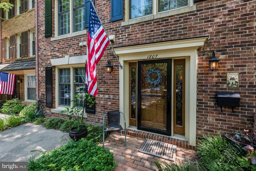 WELCOME! - 1807 24TH ST S, ARLINGTON