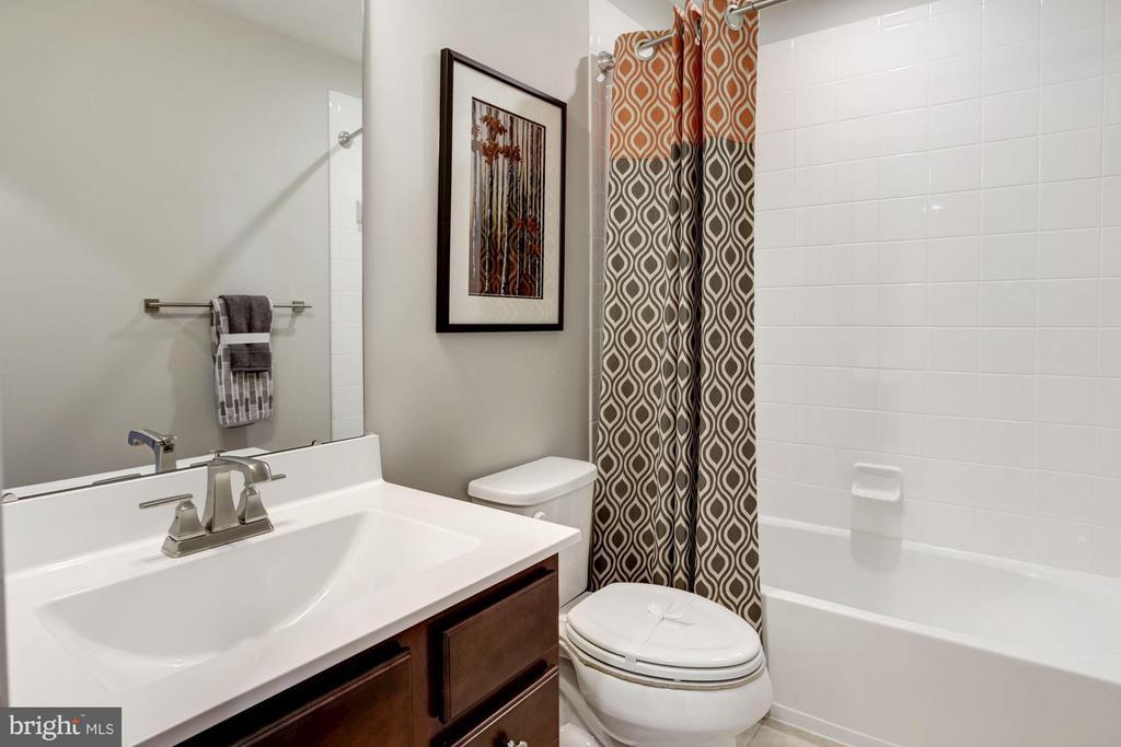 Upstairs Hall Bathroom - 5605 RICHMANOR TER #F, UPPER MARLBORO