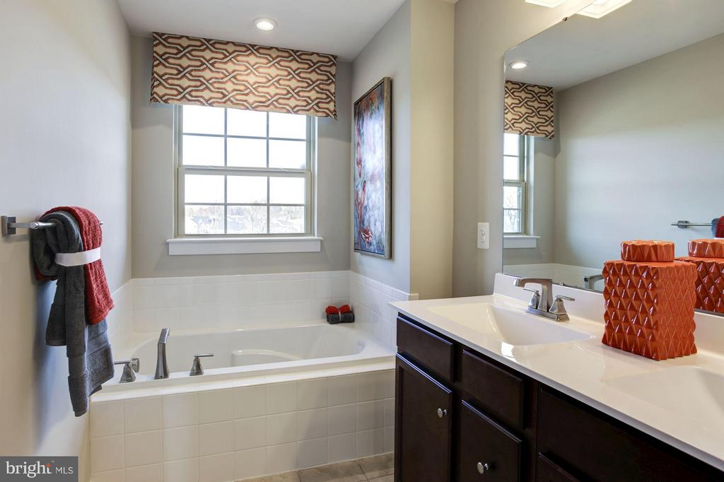 Owner's Suite Master Bathroom - 5605 RICHMANOR TER #F, UPPER MARLBORO