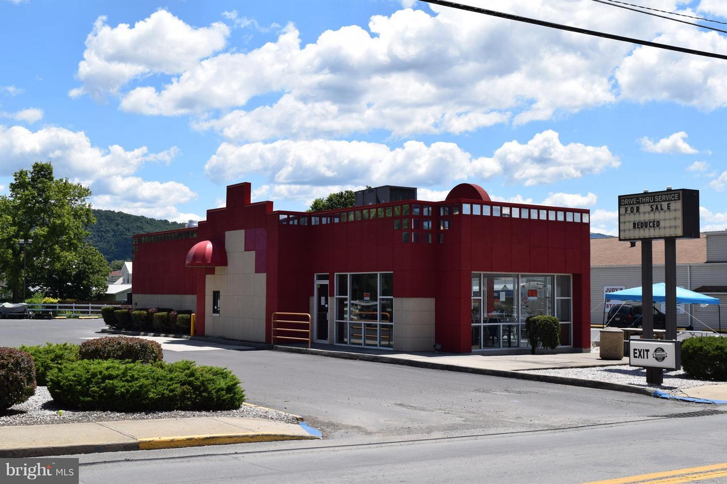 Commercial for Sale at 28 North Main St Petersburg, West Virginia 26847 United States