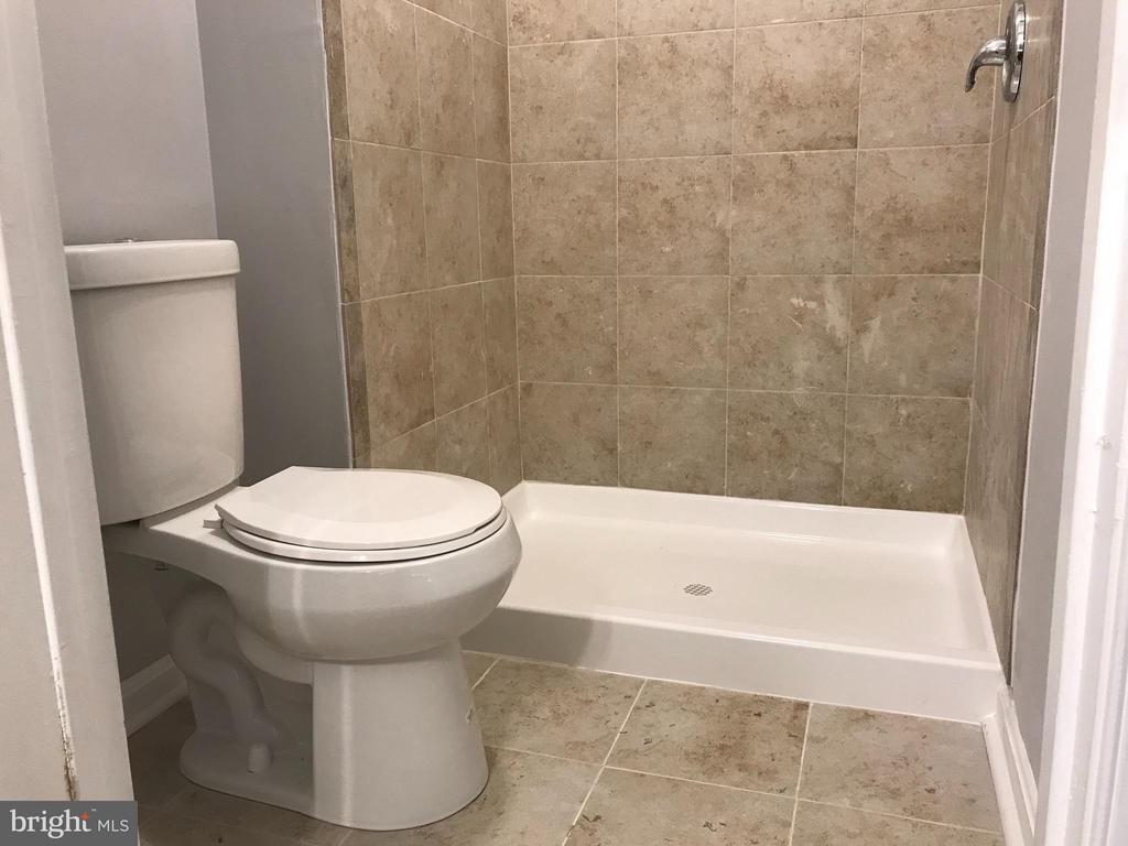 Bath (Master) - 7220 TAMO CT #1, LANDOVER