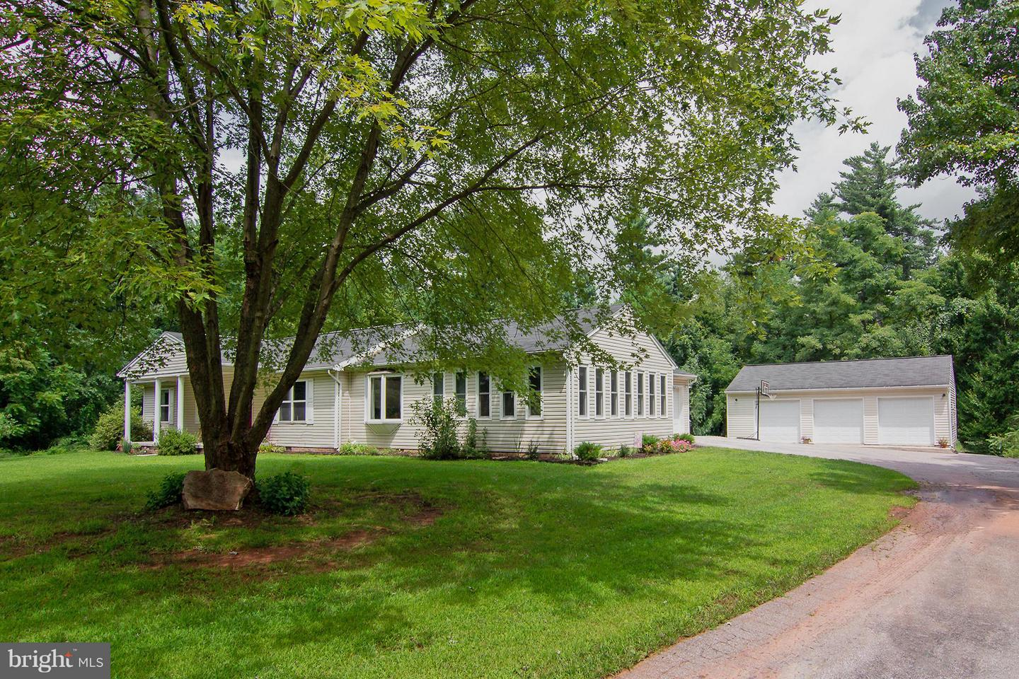 Single Family for Sale at 110 Pine Court Dr Abbottstown, Pennsylvania 17301 United States