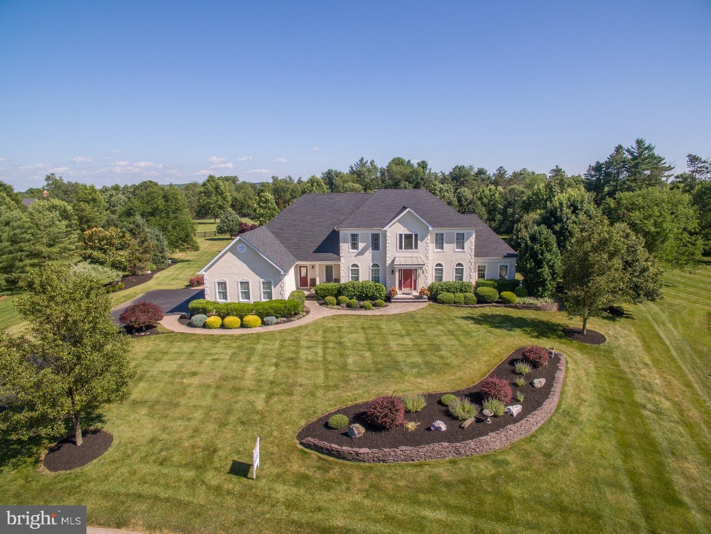 独户住宅 为 销售 在 115 GRAYSON Drive Belle Mead, 新泽西州 08502 美国在/周边: Montgomery Township