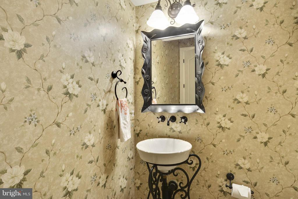 Powder Room - 11258 SOMMERSWORTH CT, STERLING