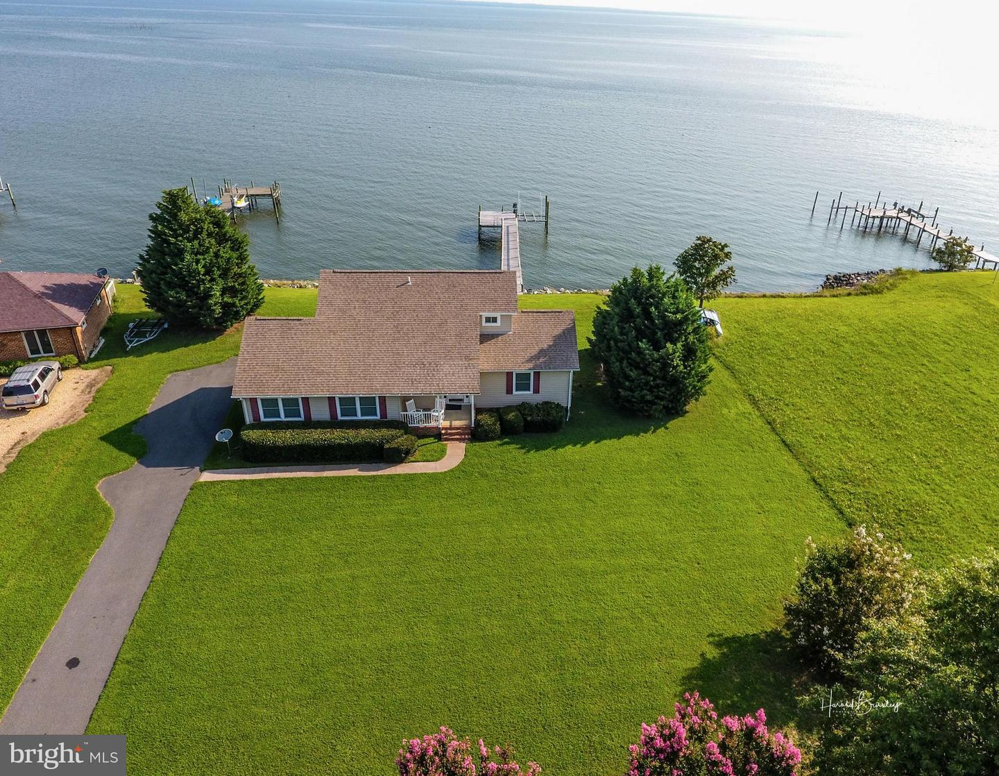 Photo of home for sale at 1261 Royal Way, Montross VA