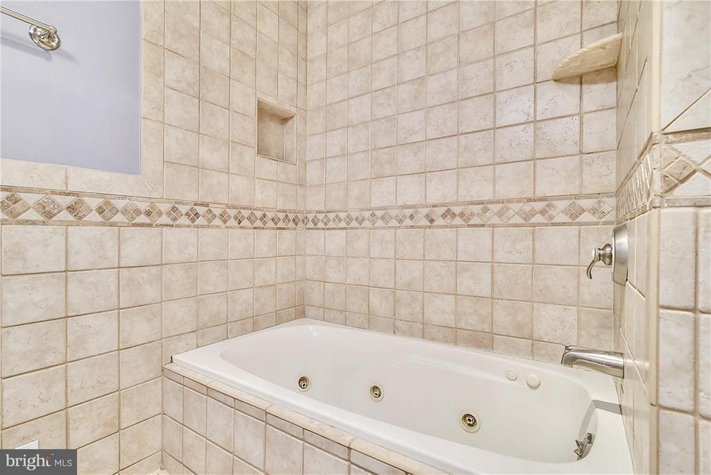 Bath (Master) - 6807 SPRINGFIELD DR, LORTON
