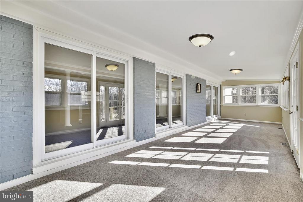 1st Floor Sunroom ! - 6807 SPRINGFIELD DR, LORTON