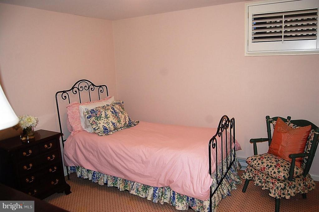 Upper Bedroom - 5308 WRILEY RD, BETHESDA