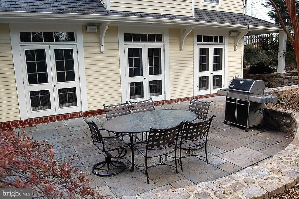 Great patio for entertaining - 5308 WRILEY RD, BETHESDA