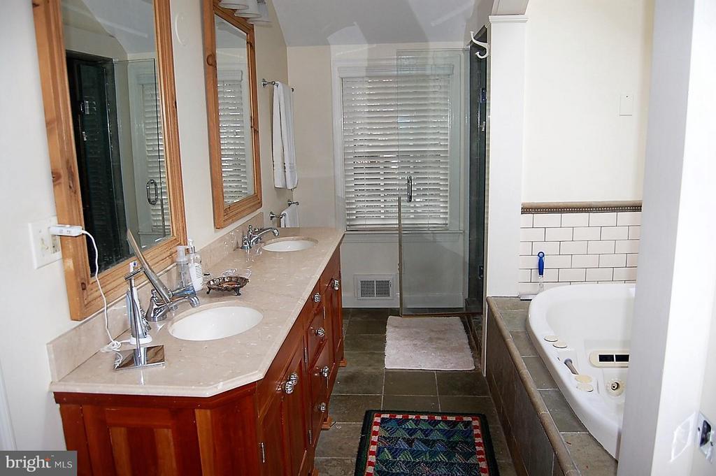 Renovated master bathroom - 5308 WRILEY RD, BETHESDA