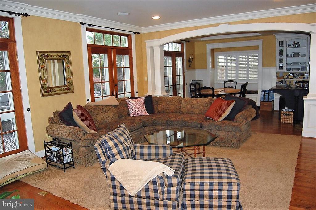 Family Room - 5308 WRILEY RD, BETHESDA