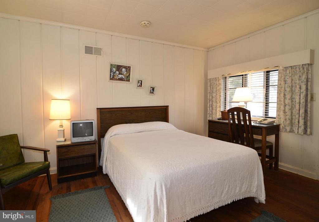 Bedroom - 36169 LOUDOUN ST, ROUND HILL