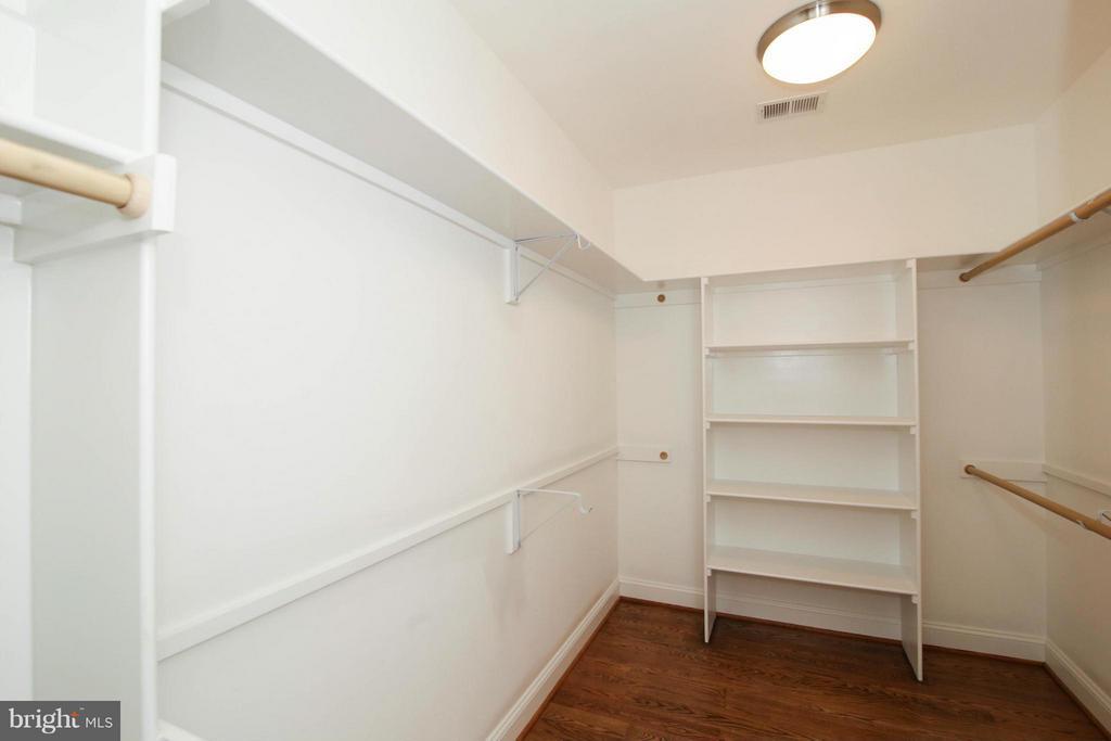 Bedroom (Master) - 891 GEORGETOWN RIDGE CT, MCLEAN