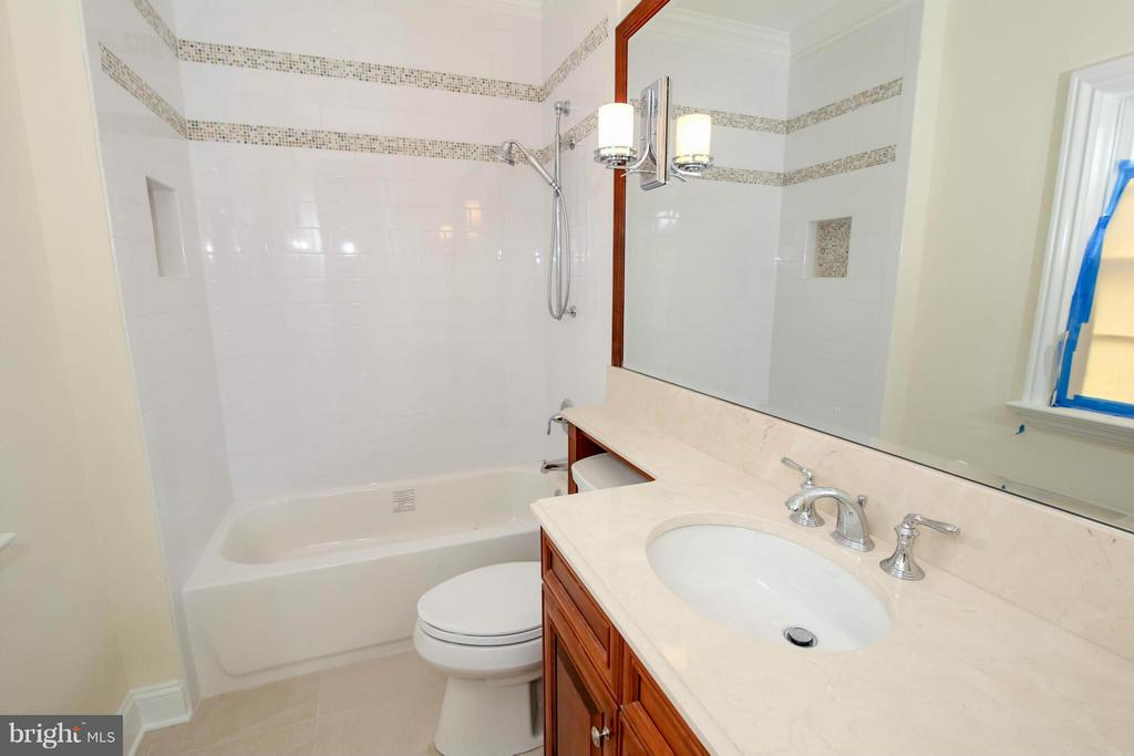 Bath - 891 GEORGETOWN RIDGE CT, MCLEAN