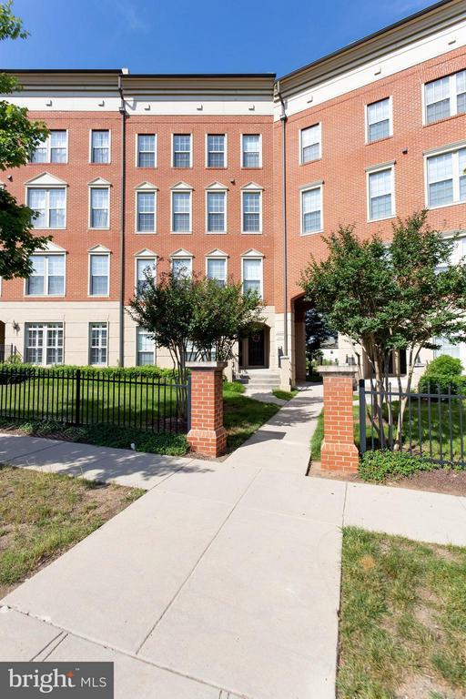 Exterior (Front) - 7957 CRESCENT PARK DR, GAINESVILLE