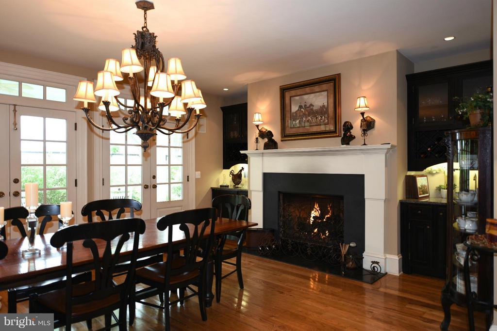 Kitchen/Dining Fireplace - 96 LYLE LN, AMISSVILLE