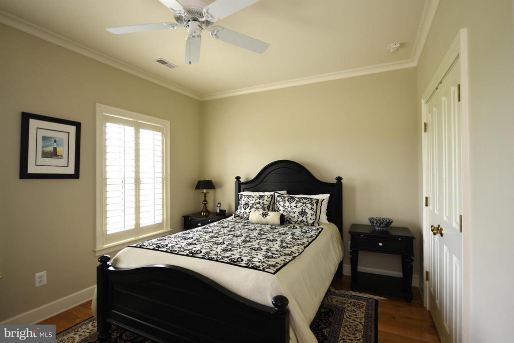 Upper Level Bedroom 3 - 96 LYLE LN, AMISSVILLE