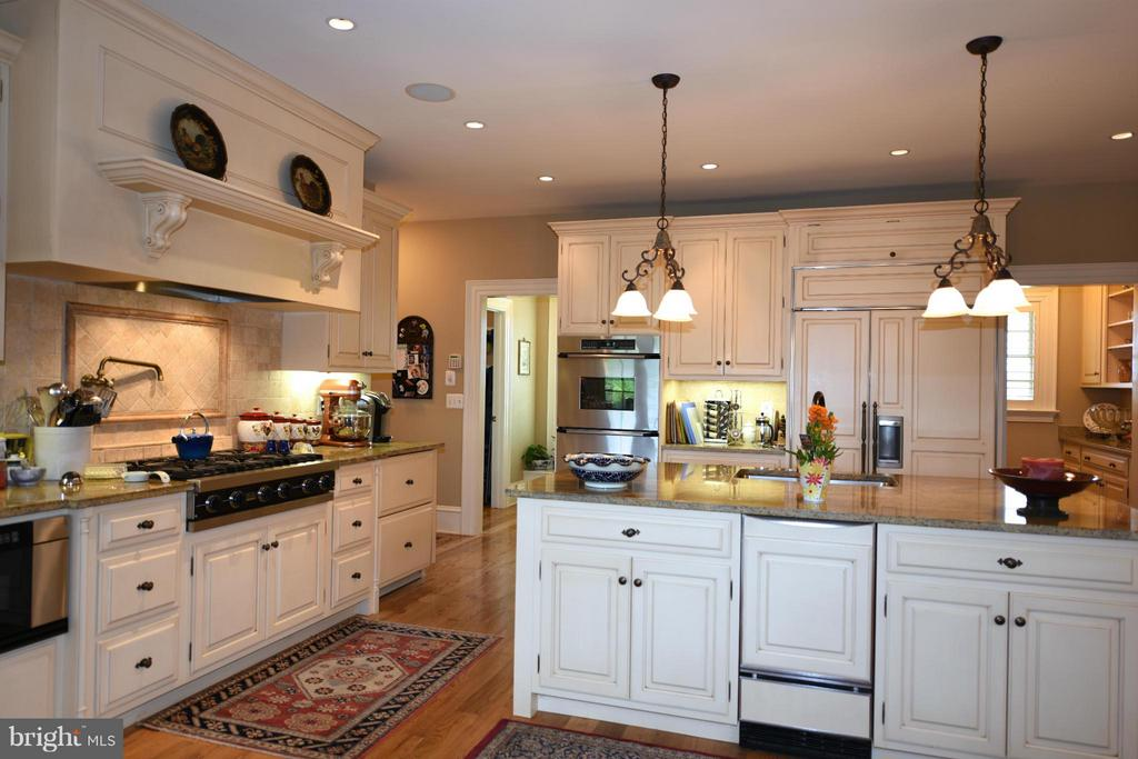 Kitchen - 96 LYLE LN, AMISSVILLE