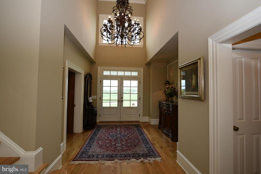 Entry Foyer - 96 LYLE LN, AMISSVILLE