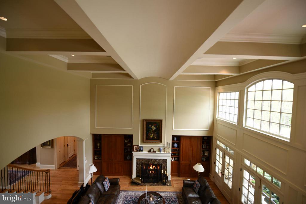 Living Room Ceiling Detail - 96 LYLE LN, AMISSVILLE