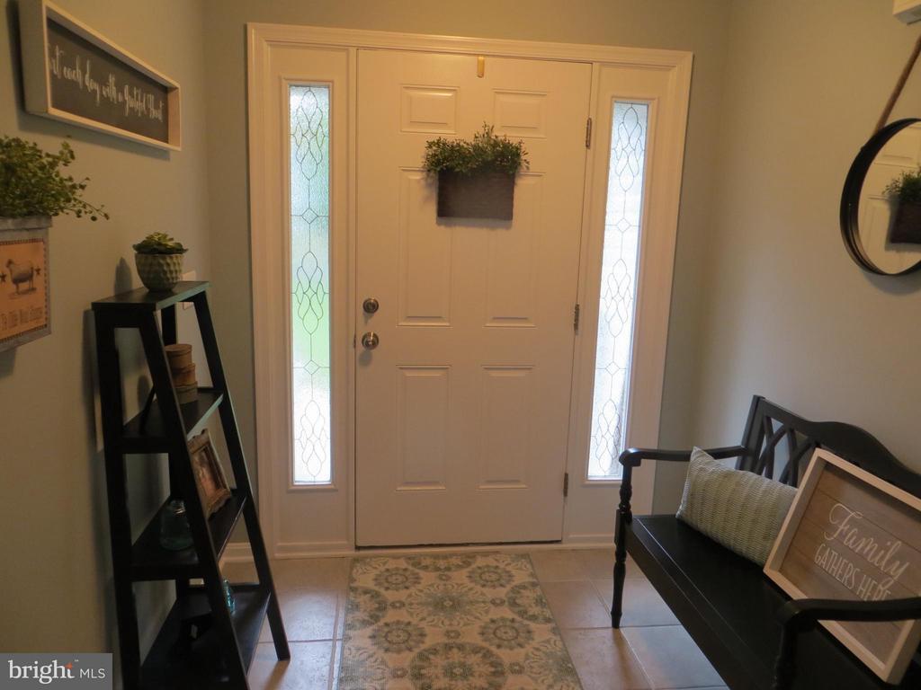 Tile entry foyer - 119 PATRICK HENRY CT, LOCUST GROVE