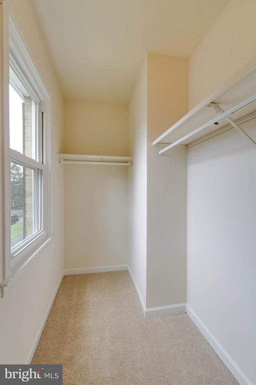 Walk-in Closet - 907 WINDSOR CT, STERLING