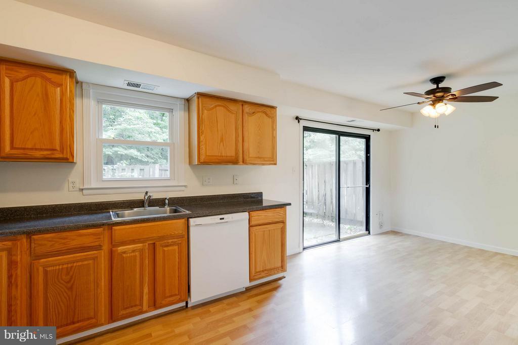 Kitchen - 907 WINDSOR CT, STERLING