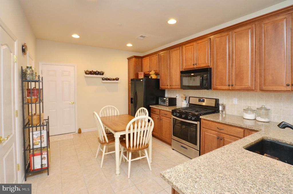 Gourment Kitchen with Granite Counters - 42603 HIGHGATE TER, ASHBURN